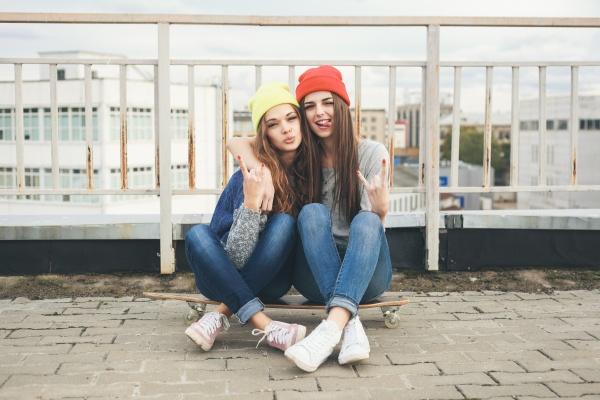 2 девки фото