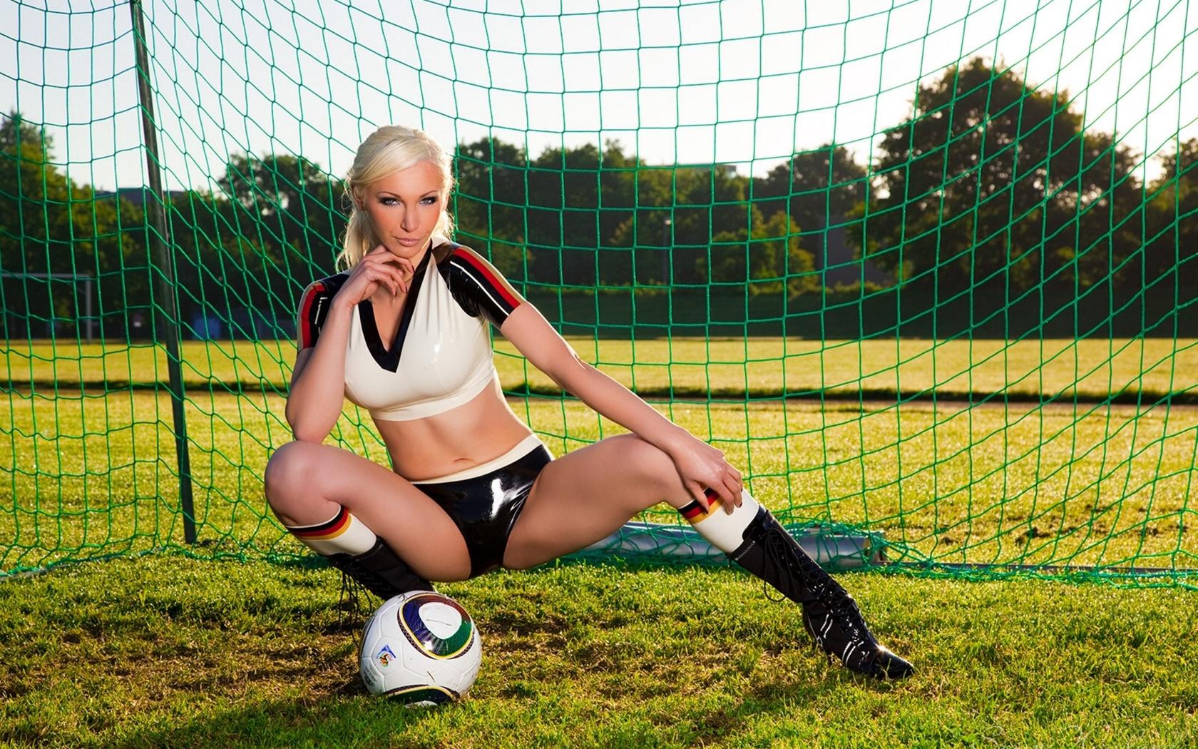 Эро мини игры про футбол